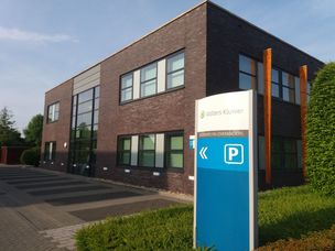 Wolters kluwer analist